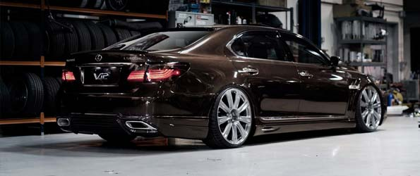 Lexus LS on HRE 22s
